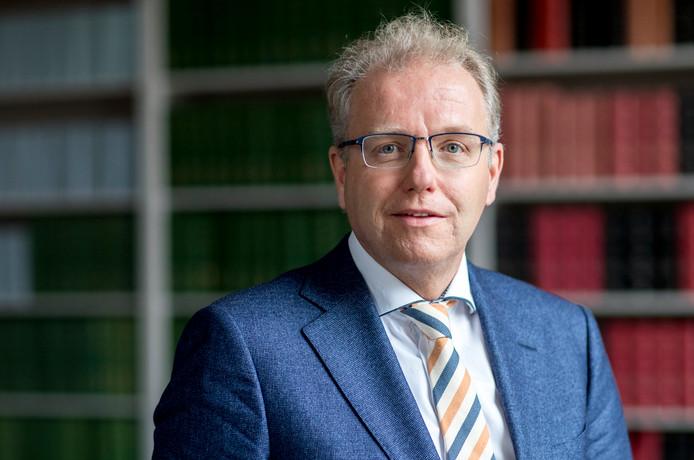 Portret van Leendert de Lange, Tweede Kamer-lid voor de VVD.