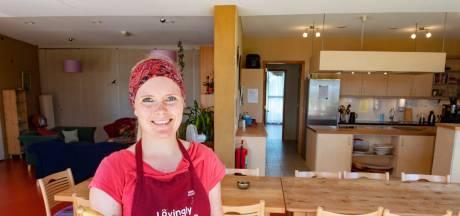 Nijmeegse kok Anneke in tv-wedstrijd huiskamerrestaurants: 'Veganistisch? Zal wel vies zijn'