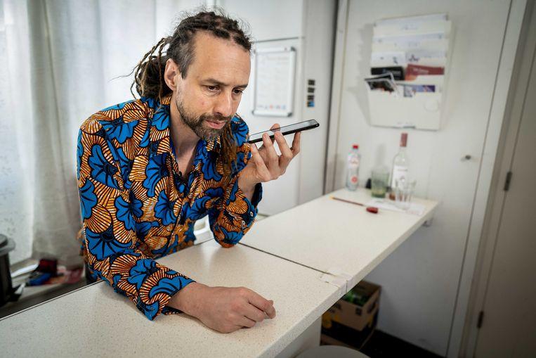 Viruswaarheid voorman Willem Engel ontvangt het nieuws over de uitspraak van het Gerechtshof.  Beeld ANP