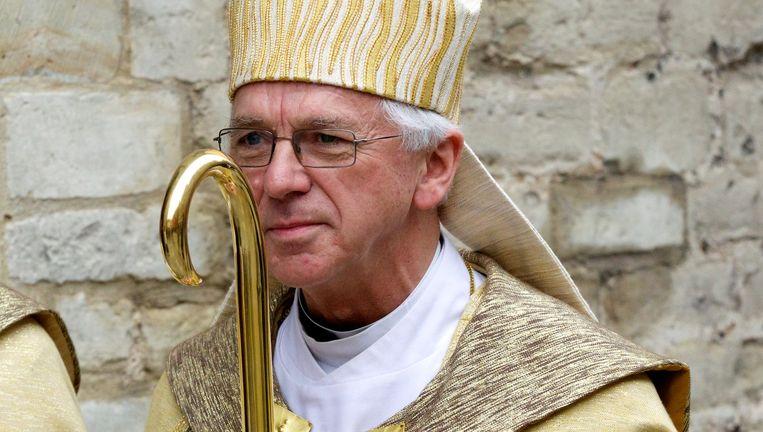 Bisschop Joseph De Kesel en zijn entourage liggen onder vuur.