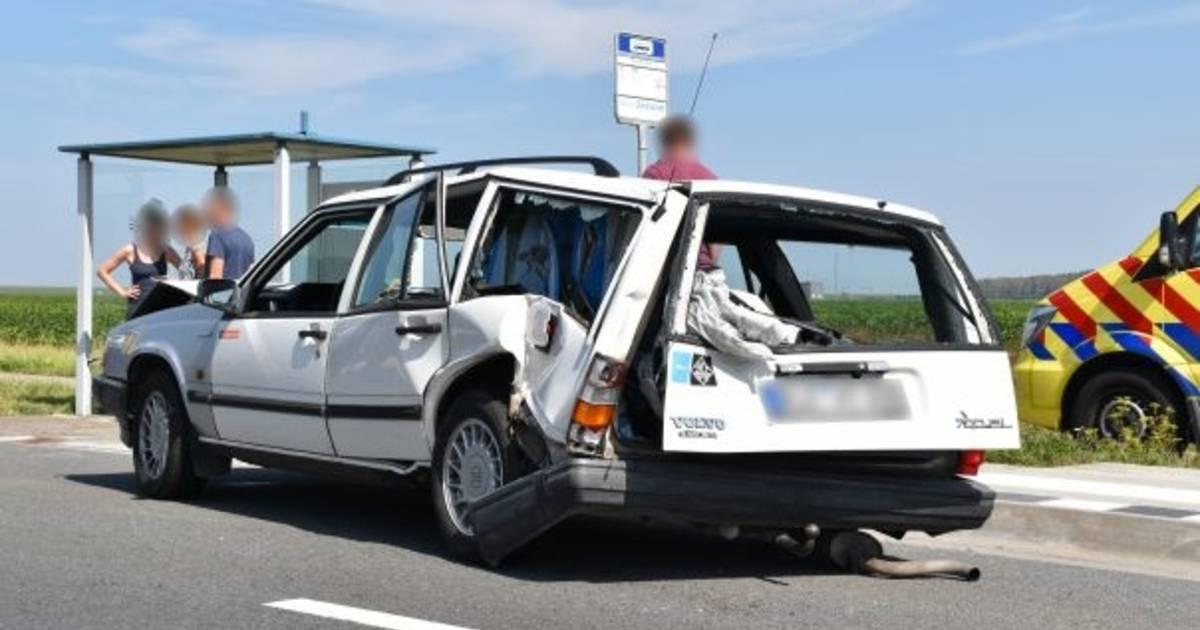 Automobilist gewond na botsing op Deltaweg bij Wilhelminadorp.