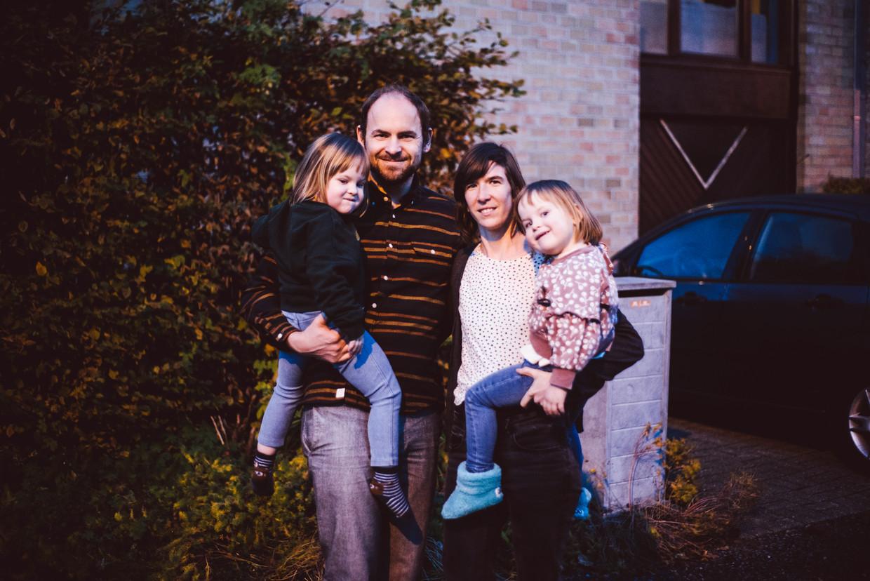 """Pieter-Jan Honoré en zijn gezin: """"We woonden lange tijd langs de Gentse Ring, en onze kindjes hadden best vaak een piepende ademhaling. Dat is nu voorbij."""""""