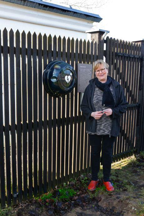 Nieuwe aed bij peilschaalhuisje in Herwijnen: 'Dekkingsgraad in het buitengebied weer verruimd'