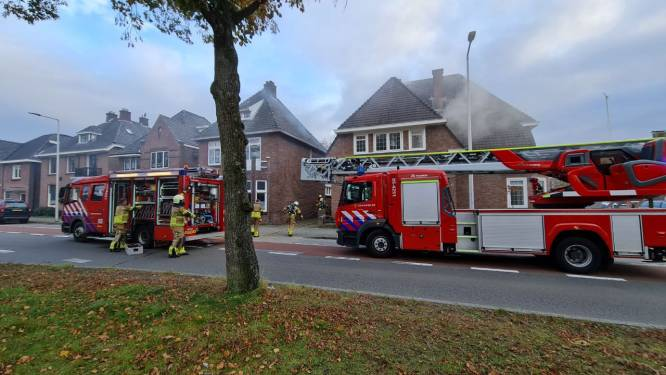 Brandweer zet deel Lasondersingel af na brand in kantoor Enschede