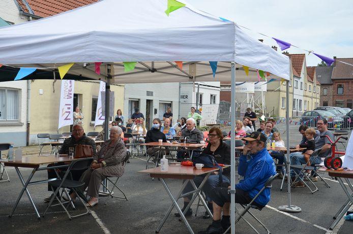 De Blokbusters, een radio- en tv-show voor en door de buurtbewoners van de Pollarewijk.