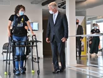 """Koning brengt bezoek aan To Walk Again in Herentals: """"Wandelen in de staprobot met aanmoedigingen van de koning, da's toch eens iets anders"""""""