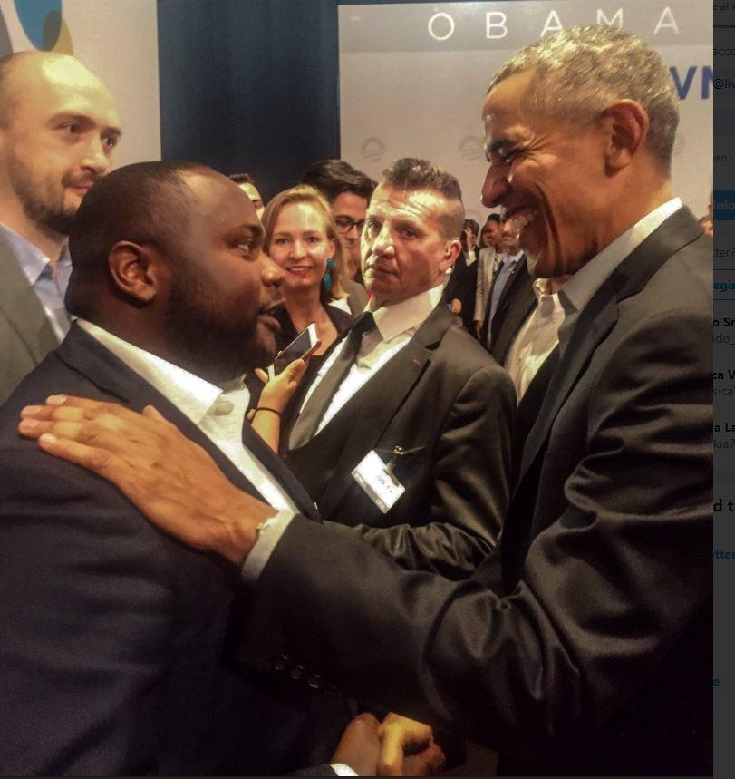 Mpanzu Bamenga met oud-president Barack Obama. Op de achtergrond Europarlementariër Marietje Schaake (D66) en D66-fractieleider Rob Jetten.