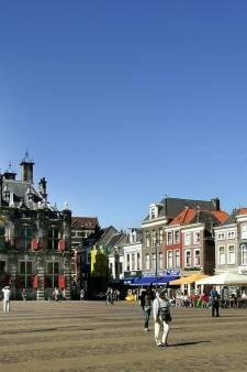 Lied over 'wild west' in Delft:  'de tegeltjes kleuren Delfts rood'