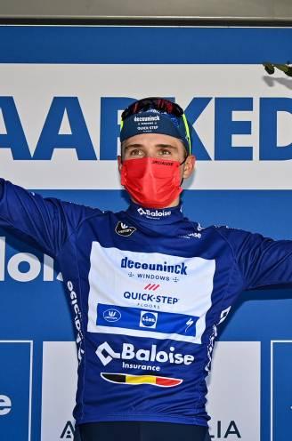 """Remco Evenepoel pakt uit met gewéldig nummer en is leider in Ronde van België, rit is voor vluchter Ghys: """"Blij met gevoel, maar voel nog werkpunten"""""""