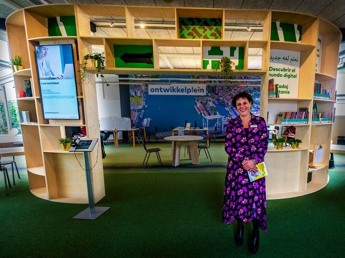 Directeur Ankie Kesselaar voor het gloednieuwe ontwikkelplein in de bibliotheek.