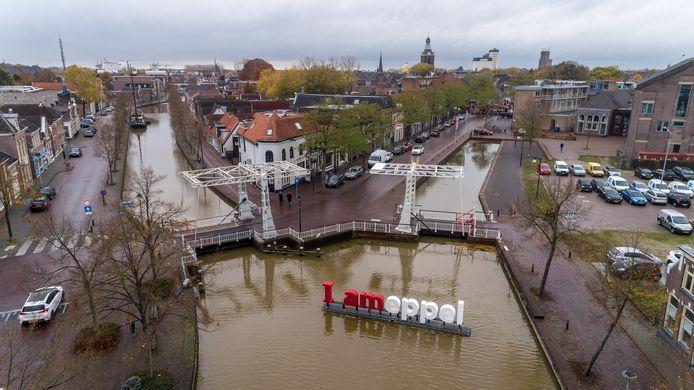 De Prinsengracht (rechts) loopt na een klein stukje al dood. Nu gaan er stemmen op om de gracht uit te graven en door te trekken naar de Groenmarkt.