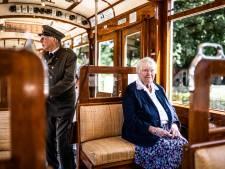 Wil Evers-Sanderse zat op de dag voor de Slag om Arnhem nog in de tram; nu ligt haar abonnement in het Openluchtmuseum