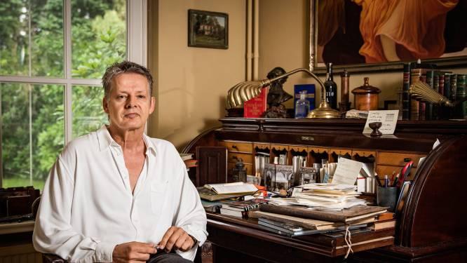 """Journalist Serge Simonart (60) wil jeugd met nieuw boek wekken en wapenen: """"Als je geen geslachtsziekte wil, moet je eerst weten dat die bestààn"""""""