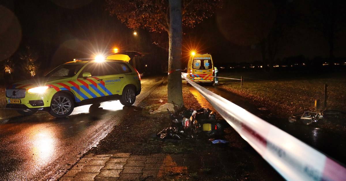 Frontale botsing tussen fietser en scooter: twee zwaargewonden.