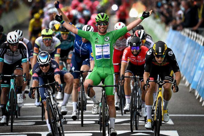 Mark Cavendish pakt in Valence zijn 33ste etappezege in de Tour, waarmee hij het record van Eddy Mercxk verder voelt naderen.