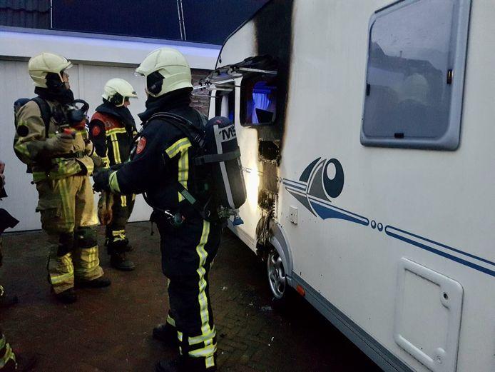 De brandweer heeft zaterdag een caravanbrand in Tubbergen geblust.