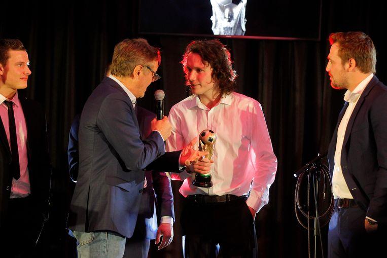 'Mister Ekeren' Joren Dingemans op het podium bij Frank Raes.