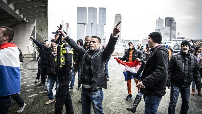 Demonstranten van de anti-islamitische beweging Pegida voerden op het Willemsplein actie tegen de komst van vluchtelingen