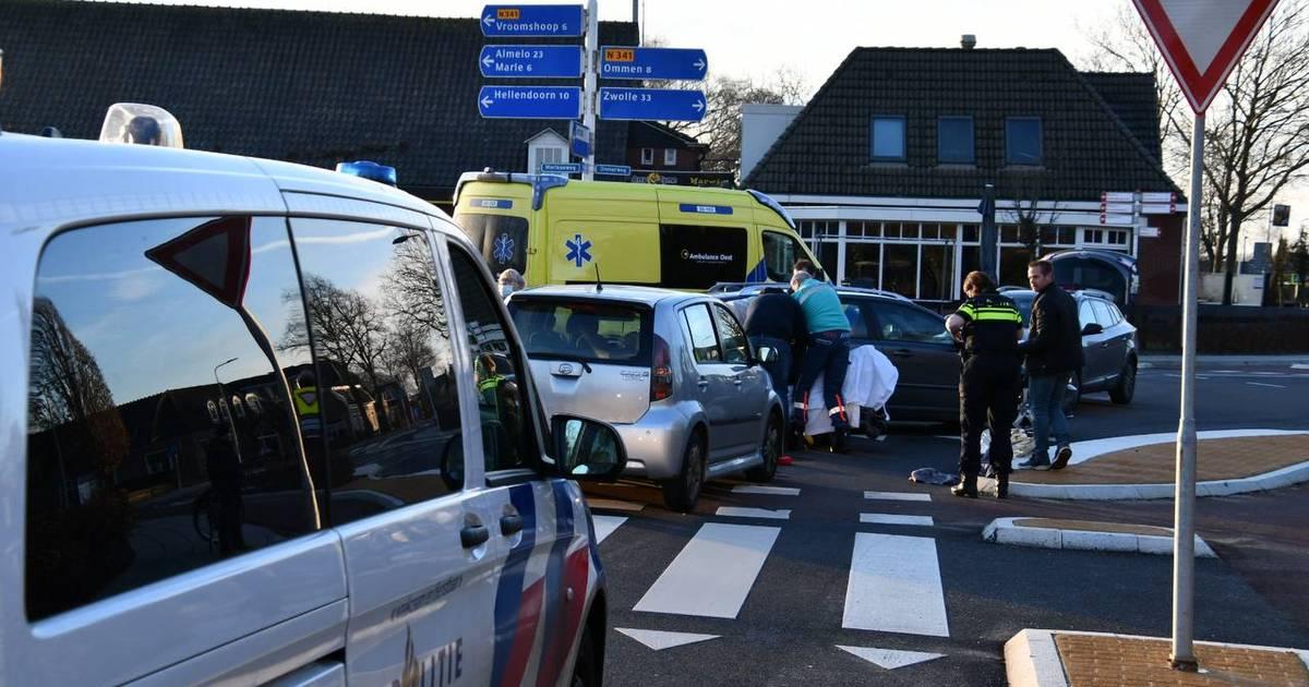 Fietser gewond door botsing met auto in Den Ham.