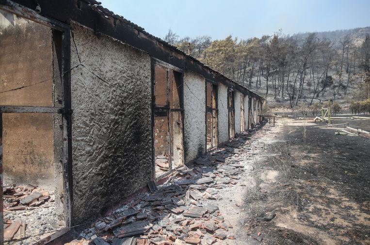 Een verwoest huis in Marmaris. Beeld EPA