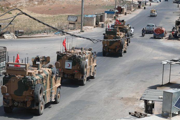 Turkse legervoertuigen in Idlib.