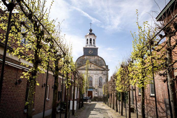 In de protestantse kerk van Ootmarsum kunnen de deelnemers aan de Vredesfietstocht zondag 19 september een expositie van schilderijen rondom het thema 'kunst en religie' bezichtingen.