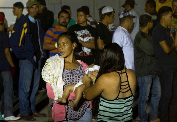 Migranten die juist zijn aangekomen in Piedras Negras.