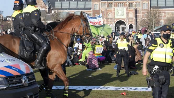 Oproerpolitie gaat Museumplein Amsterdam ontruimen