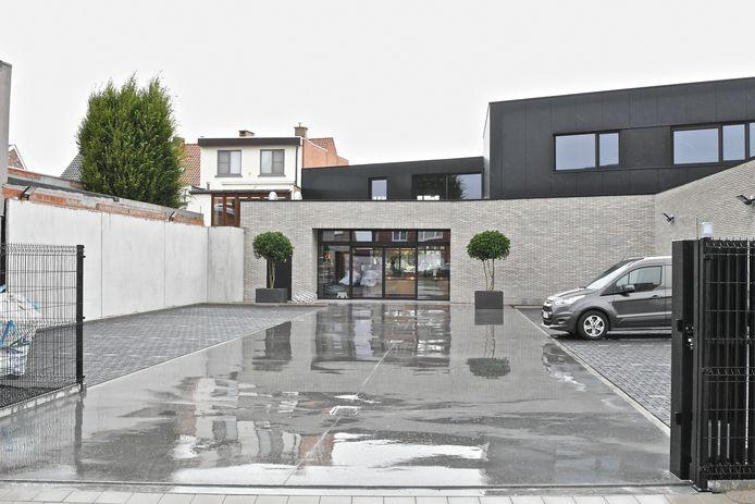 Slagerij Mingneau heeft een ruime parking aan de achterzijde in de Vredestraat.