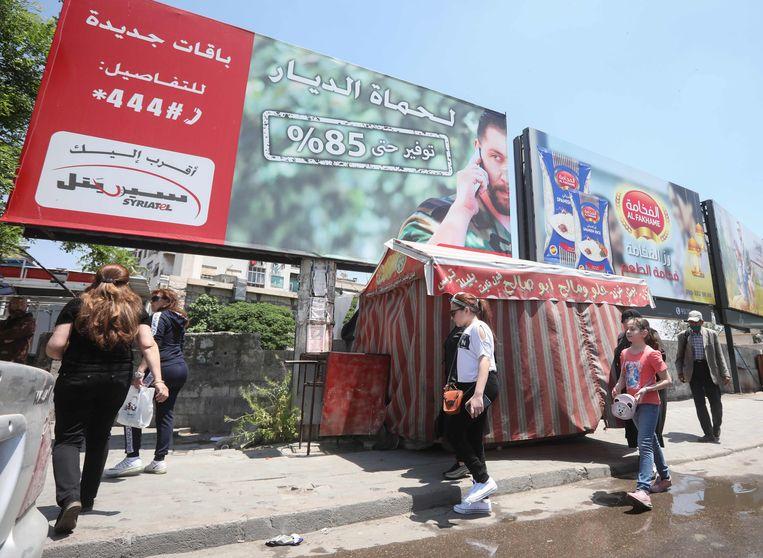 Billboards met de beeltenis van Rami Makhlouf waren jarenlang in heel Syrië te zien.  Beeld AFP