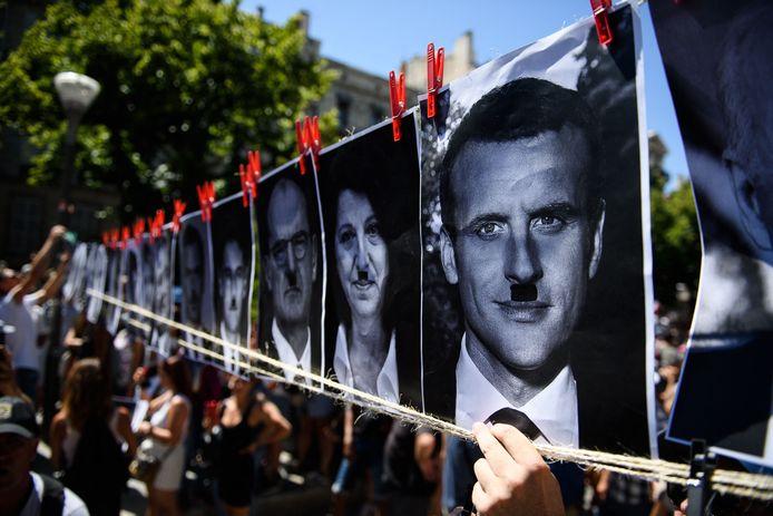Emmanuel Macron et de nombreux autres hommes et femmes politiques comparés à Adolf Hitler.