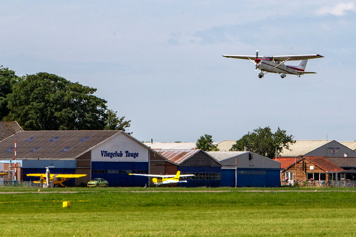 De actiegroep Lelygateklarenbeek verwacht dat de vliegroutes voor Lelystad Airport in combinatie met de toegestane maximale geluidsruimte voor Teuge Airport gaan knellen boven de driehoek Twello-Teuge-Klarenbeek.