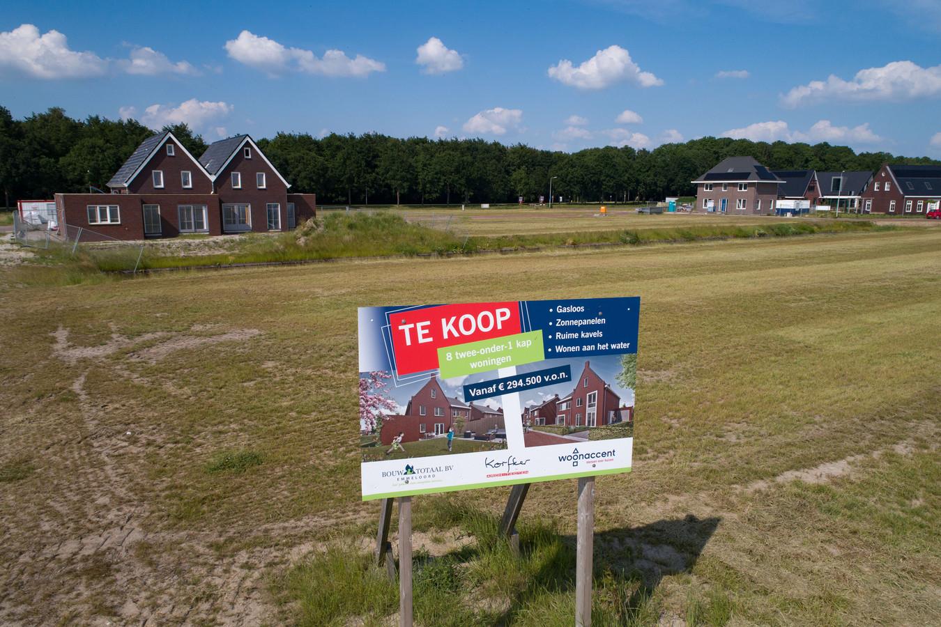 De verkoop van kavels in Marknesse is 'on hold' gezet door onduidelijkheid over het eigendomsrecht van de kavels.