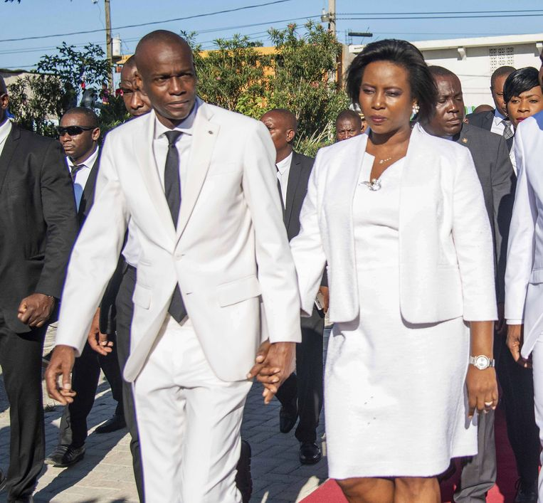 Jovenel Moïse, hand in hand met zijn vrouw Martine Moise, op archiefbeeld uit 2018 Beeld EPA