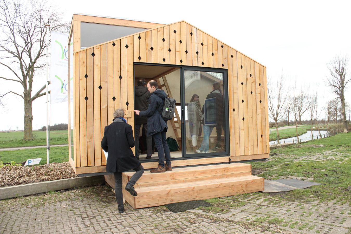 Omwonenden willen niet dat er zo'n tiny house in het groen bij de Malledijk in Spijkenisse komt