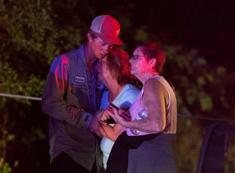 Getroffen Amerikanen reageren na de doortocht van de tornado in Onalaska, Texas.