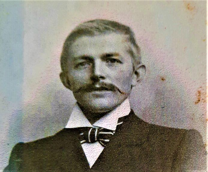 Johannes van Genderen ten tijde van zijn huwelijk in 1902.