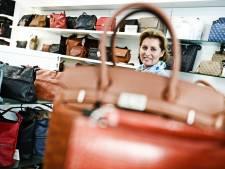Hengelose Maret van Holtkamp Lederwaren is tussen de tassen geboren: 'Dit werk is mijn hobby'