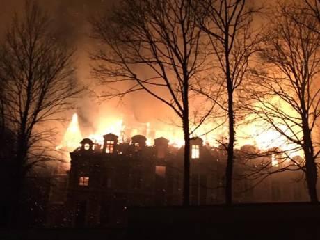 Le château de Dongelberg ravagé par les flammes