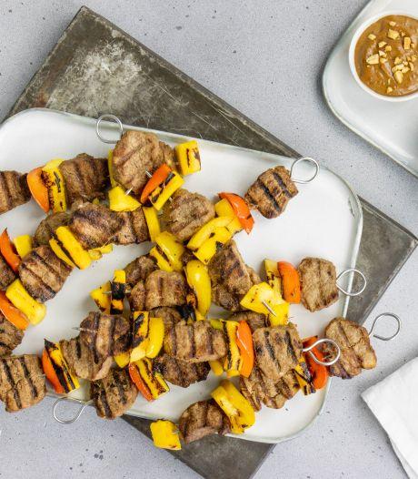 Wat Eten We Vandaag: Varkenshaasspiezen met mango en satésaus