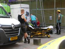 Bouwvakker valt van steiger in Delft, slachtoffer naar ziekenhuis