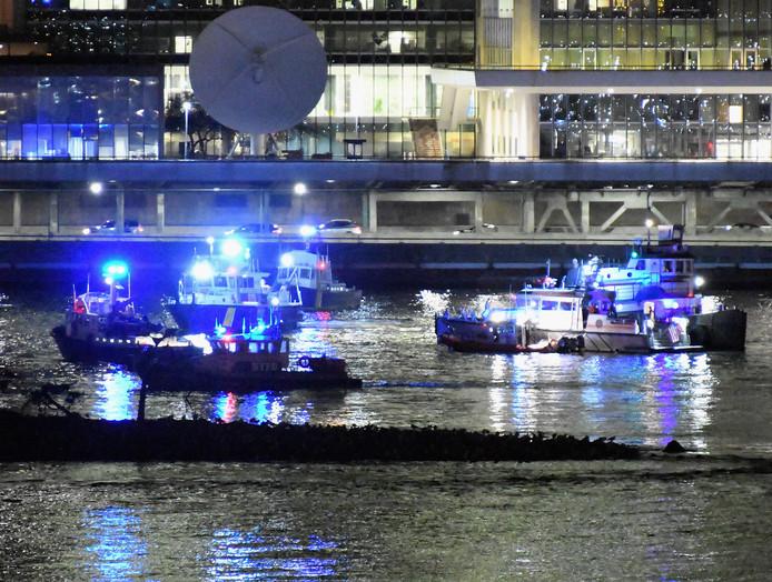 Bij een helikoptervlucht boven New York zijn vijf doden gevallen toen de helikopter neerstortte in de East River. Foto Dimitrios Kambouris