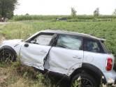 Auto slaat over de kop na botsing met taxi in Gemert, twee gewonden naar het ziekenhuis