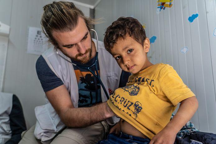 Mathias Vermaelen (28) uit Mechelen werkte een jaar lang als arts in het vluchtelingenkamp van Moria.