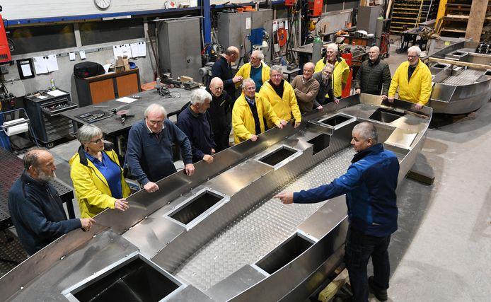 De nieuwe rondvaartboten voor IJsselstein wachten nog op elektrische motoren en accu's. Op Koningsdag worden ze in de vaart genomen.