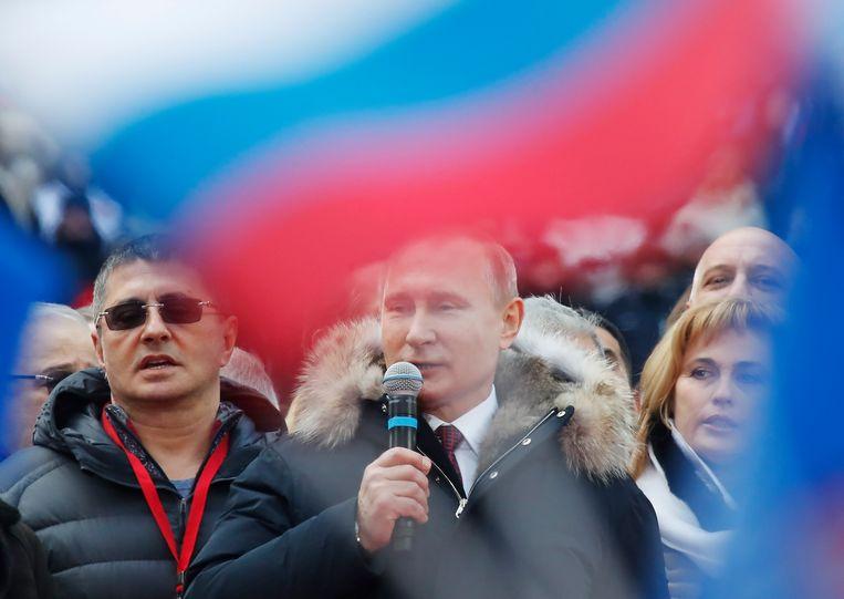 De Russische president Poetin was een paar dagen ziek, maar ook nu hij weer beter is, voert hij nauwelijks campagne. Beeld REUTERS