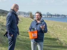 Boer Bastiaan krijgt bezoek van SGP: 'Hoeveelheid regelgeving wordt echt te groot'