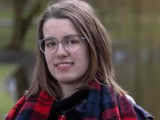 Roos uit Kampen maakt podcast over eenzaamheid onder jongeren