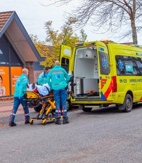 Voetganger op zebrapad in Soest aangereden door auto