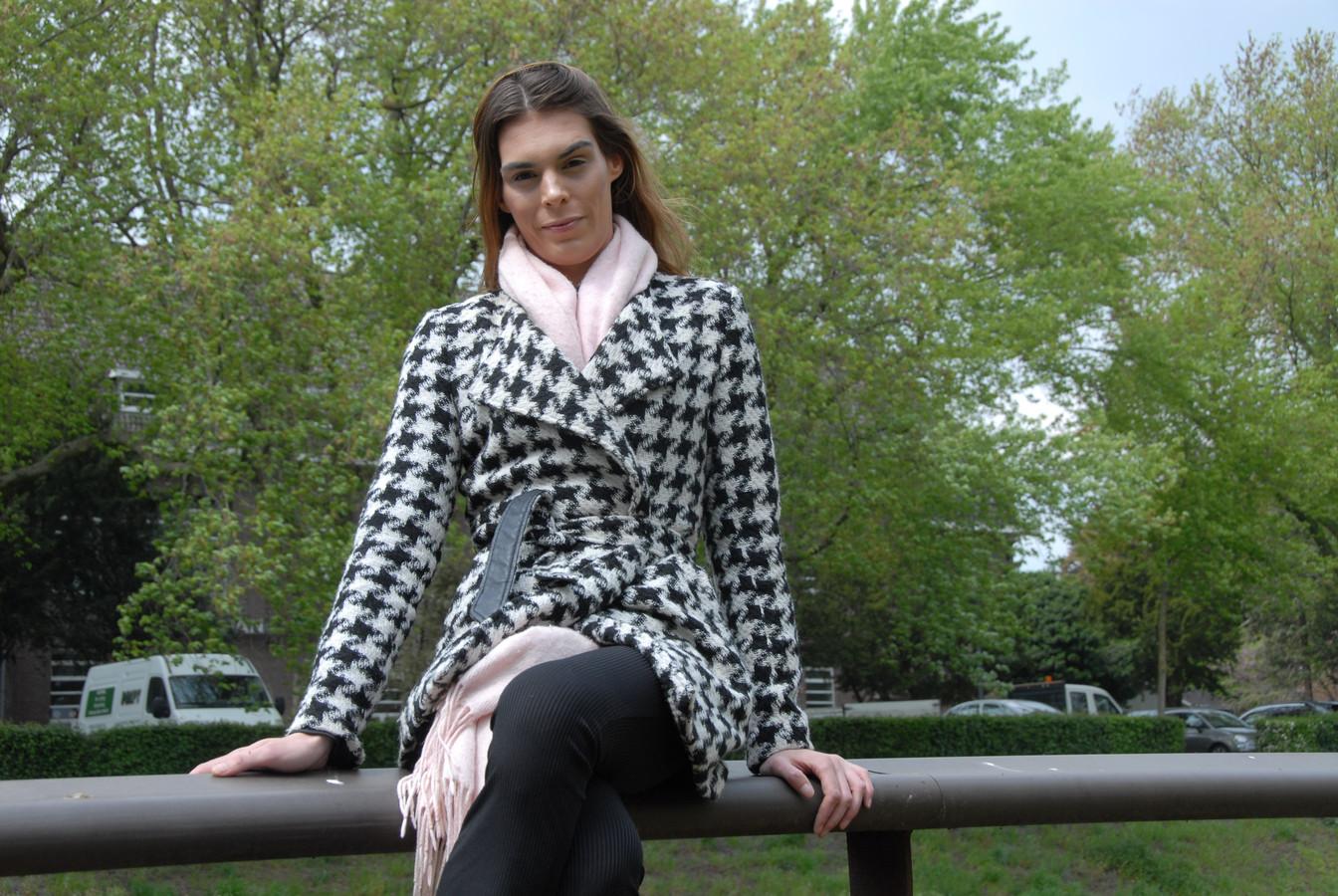 Samen met elf andere vrouwen gaat de Bossche Kim Verstappen(23) de komende weken de strijd aan om de titel Miss Gay Holland 2020 te bemachtigen.